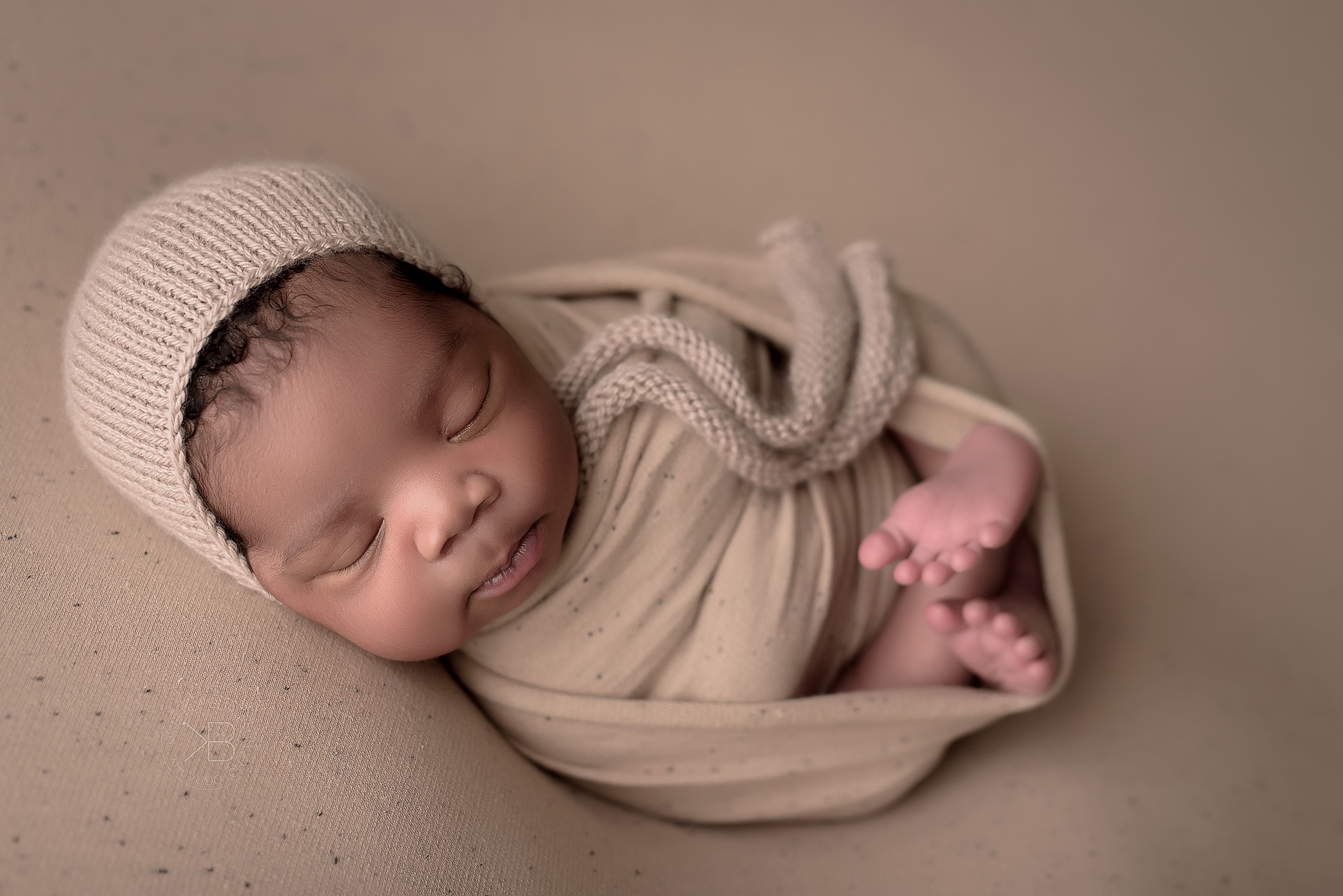 baby in neutral textures. Houston newborn phtoography